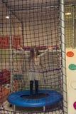 Liten flicka på trampolinen arkivfoto