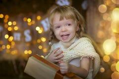 Liten flicka på julhelgdagsaftonen Royaltyfria Foton