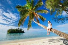 Liten flicka på strandsemester Royaltyfria Foton