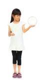 Liten flicka räcker innehav som ett exponeringsglas klumpa ihop sig Arkivbild