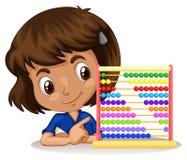 Liten flicka som använder kulrammet för att räkna Arkivfoton