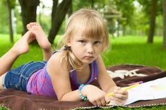 Dra för liten flicka royaltyfri bild