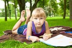 Dra för liten flicka arkivfoto