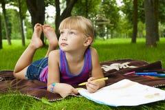Dra för liten flicka arkivfoton