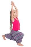 Liten flicka som gör övningar av yoga Fotografering för Bildbyråer