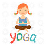Liten flicka som gör yoga Arkivbilder