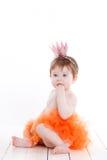 Liten flicka som kläs som en prinsessagroda Royaltyfri Fotografi