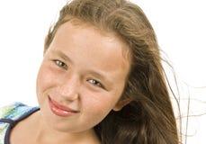 Liten flicka som poserar som en fullvuxen modell Arkivfoto