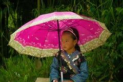 Liten flicka under förälskelsemarknadsfestival i Vietnam Royaltyfri Fotografi