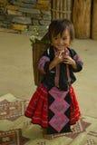 Liten flicka under förälskelsemarknadsfestival i Vietnam Royaltyfria Bilder