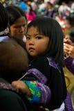 Liten flicka under förälskelsemarknadsfestival i Vietnam Fotografering för Bildbyråer