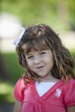 liten flicka utomhus Royaltyfri Foto