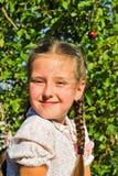 liten flicka utomhus Royaltyfria Foton