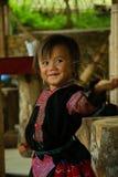 Liten flickadans under förälskelsemarknadsfestival Royaltyfri Foto