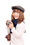 Liten flickafotograf med den gamla kameran Arkivfoton