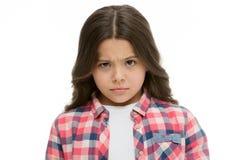 Liten flickalönelyftögonbryn som isoleras på vit Säkert barn med långt brunetthår Är du som är allvarlig Stoppa att lura mig royaltyfri bild