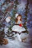 Liten flickasammanträde på en gunga Fotografering för Bildbyråer