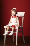 Liten flickasammanträde på stol Royaltyfria Bilder