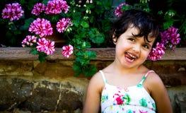Liten flickastående Fotografering för Bildbyråer