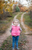 liten flickastående Arkivbild