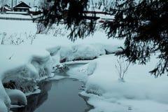 Liten flod för is i snö Royaltyfri Bild