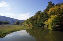 Liten flod i berg Royaltyfri Fotografi