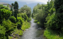 Liten flod i Vaduz Arkivfoton