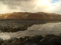 Liten flod på Island Arkivbilder