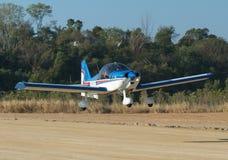 liten flygplanlandning Arkivfoto