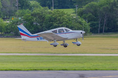 Liten flygplanlandning på Fluga-i Arkivbild