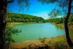 Liten fridsam sjö i skogen - ¼ Antalya för sjön EkÅŸili - EkÅŸili Gölà royaltyfri foto