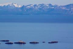 Liten fyr i det norska havet arkivfoton
