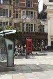 Liten fyrkant i centrala London Arkivfoton