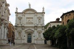 Liten fyrkant i Venedig Italien på en molnig dag arkivbilder