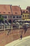 Liten fyrkant, Sibiu, Rumänien Royaltyfria Bilder
