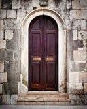 Liten gammal träkyrklig dörr Royaltyfri Foto