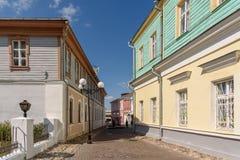 Liten gata i den historiska mitten av Vladimir - Ryssland arkivbild