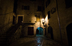 Liten gata i Kotor, Montenegro Royaltyfria Foton