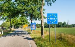 Liten gränsövergång från Nederländerna till Belgien arkivbilder