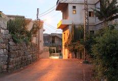 Liten grannskapgata i Libanon Mtein Arkivfoton