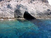 Liten grotta i den Paros ön, Grekland Arkivfoton