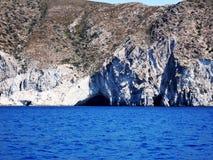 Liten grotta i den Paros ön, Grekland Arkivbilder