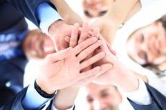 Liten grupp av sammanfogande händer för affärsfolk Royaltyfri Fotografi