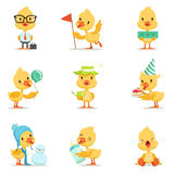 Liten gul Duck Chick Different Emotions And Situations uppsättning av gulliga Emoji illustrationer royaltyfri illustrationer