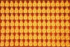 Liten guld- Buddhabakgrund Royaltyfri Fotografi