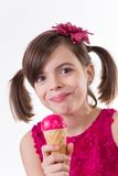Liten gullig flicka med glass över vit royaltyfria foton
