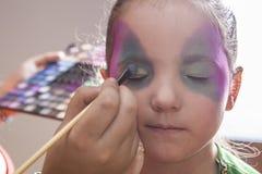Liten gullig flickadanandefacepaint för det halloween partiet Arkivbild