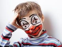 Liten gullig pojke med facepaint som clown Royaltyfri Bild