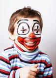 Liten gullig pojke med facepaint som clown, pantomimic uttryck Fotografering för Bildbyråer