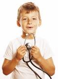 Liten gullig pojke med stetoskopet som spelar som Royaltyfri Bild